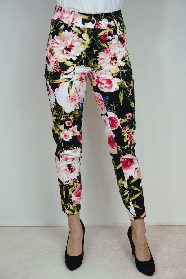 Czarne spodnie w kwiaty