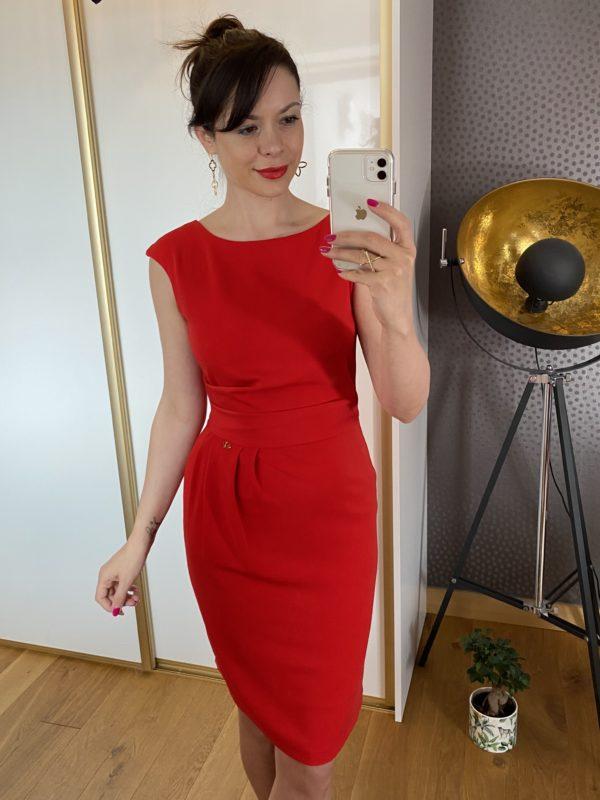 czerwona ołówkowa sukienka na wesele