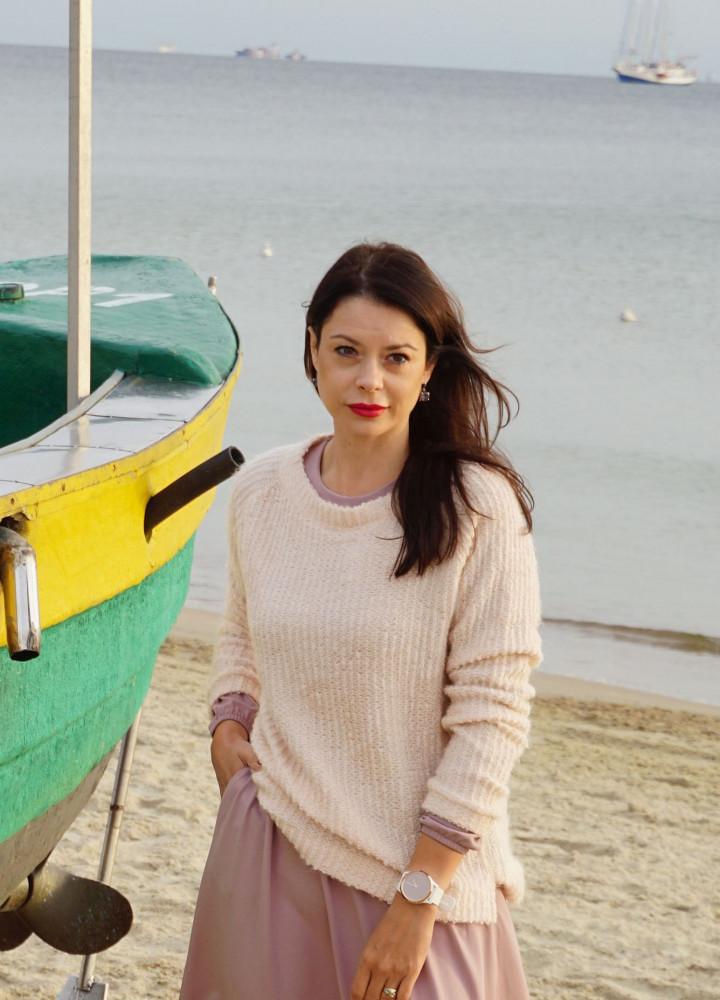 Sweter pudrowy róż od Click Fashion