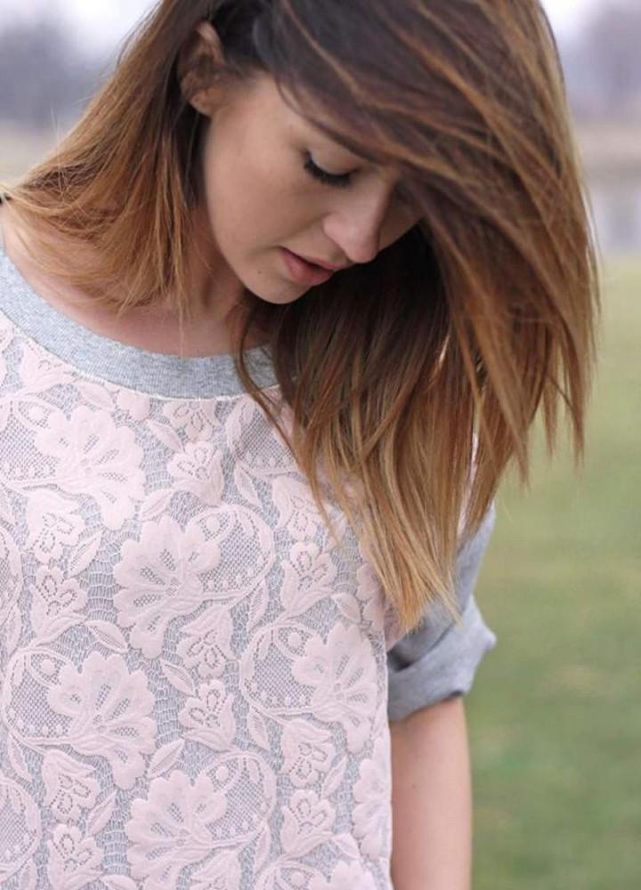 Bluzka z różową koronką