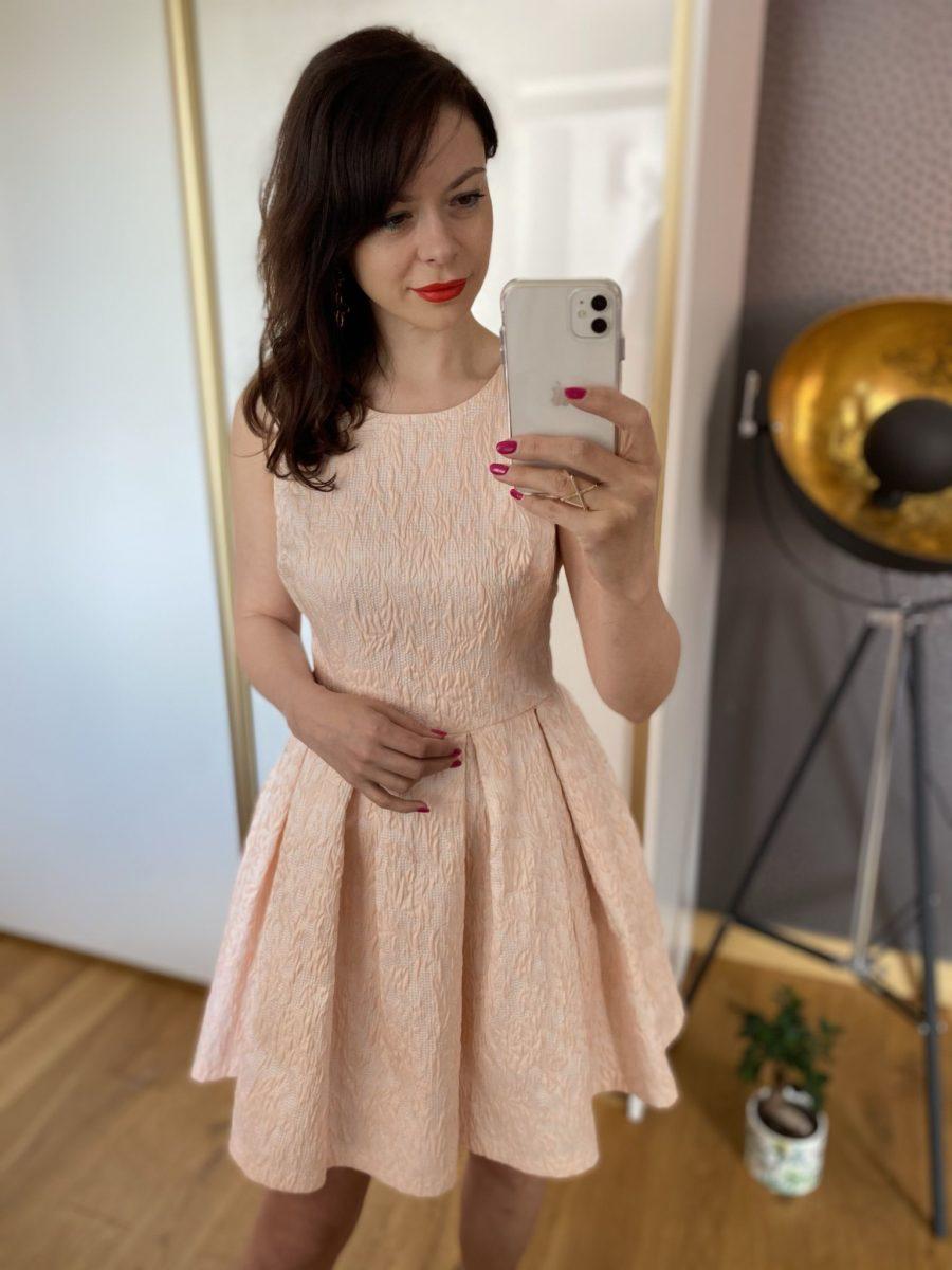 Morelowa rozkloszowana sukienka