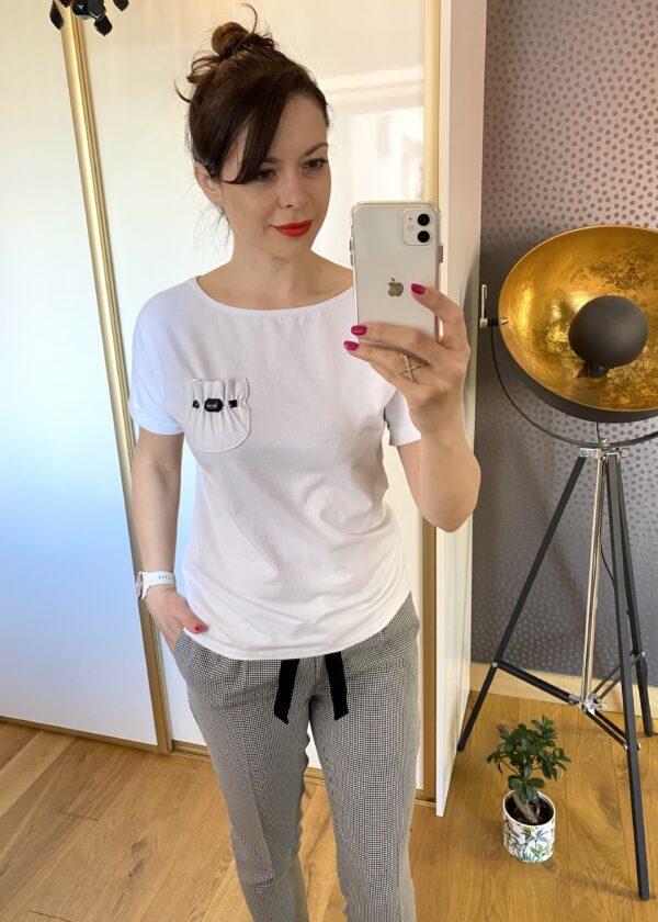 Biała bluzka z kamykami