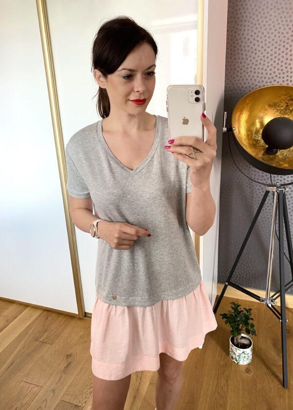 Sukienka z różową falbaną