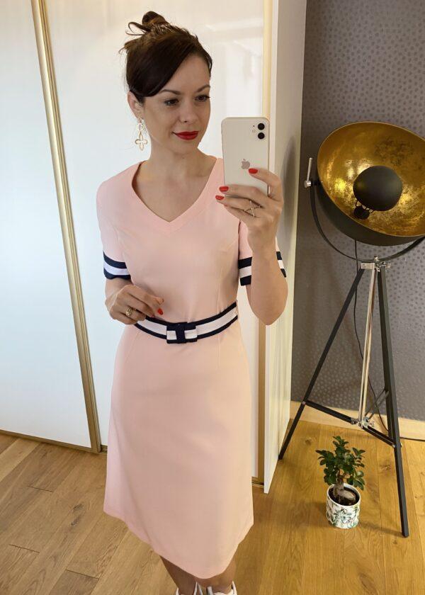 Sukienka z granatowym paskiem