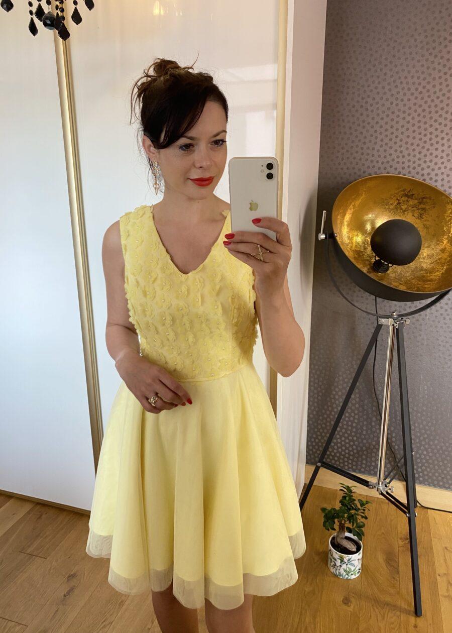 Sukienka w kwiaty z tiulu żółta